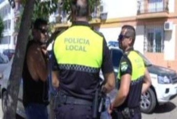 Desalojo preventivo de un edificio por un incendio sin heridos en un piso de Isla Cristina