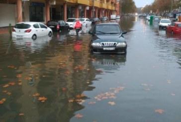 Las fuertes lluvias han ocasionado en Isla Cristina una treintena de incidencias
