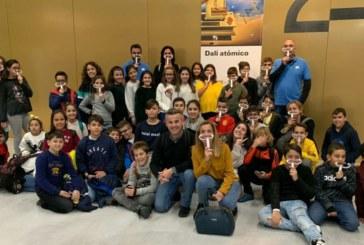Medio centenar de niños y niñas isleños visitan la Fundación Caixa Fórum de Sevilla