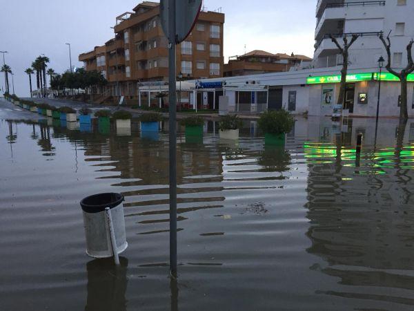 Viviendas anegadas y cortes de carreteras por las lluvias torrenciales en Huelva