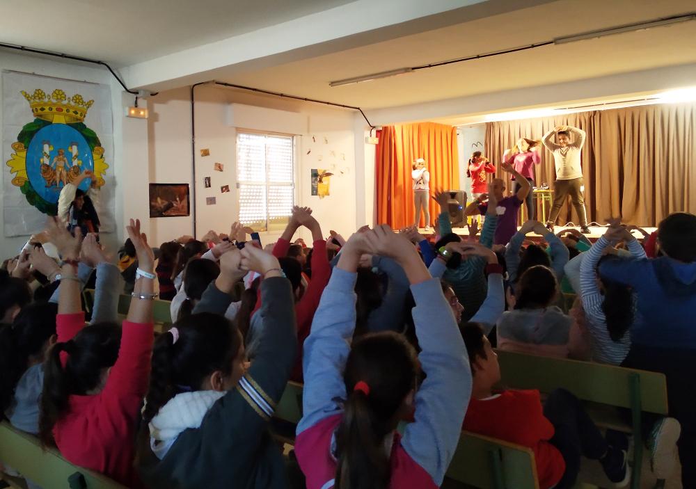 Diputación acerca la Unión Europea a colegios de Isla Cristina a través de un Cuentacuentos