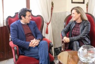 José María González recibe en el Ayuntamiento a la alcaldesa de Isla Cristina