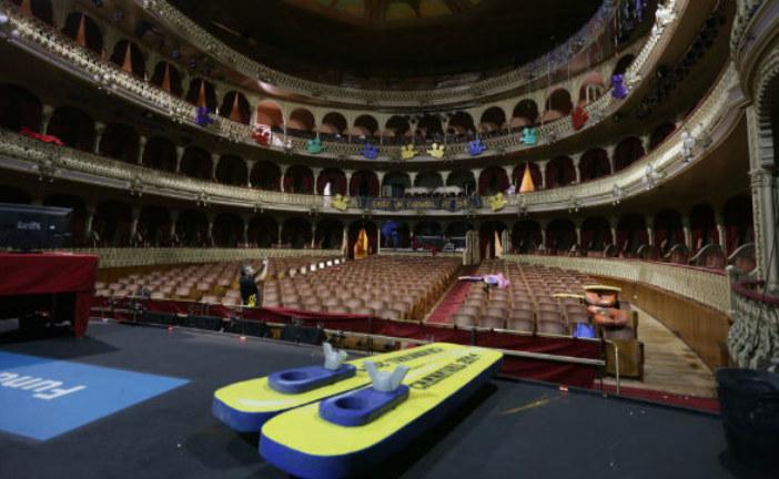 La Comparsa isleña 'Amazonia' participa en el Concurso del Gran Teatro Falla