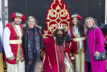 Los niños de Isla Cristina entregan sus cartas a los Reyes Magos