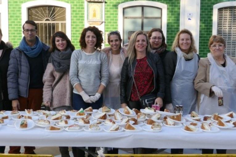 El ayuntamiento de Isla Cristina repartió Roscones de Reyes por las barriadas isleñas