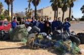 Alumnado de Formación Profesional del IES Galeón de Isla Cristina realizan una campaña voluntaria del espigón