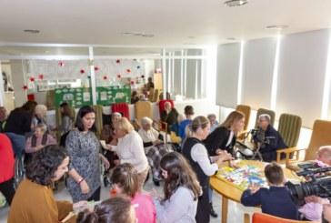 Niños y mayores de Isla Cristina pasan la tarde juntos