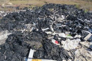 Denuncian un vertedero ilegal de plásticos agrícolas en el Paraje Natural Marismas de Isla Cristina