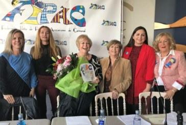 Ritín Rodríguez recibe el premio de la Federación Isleña de Peñas de Carnaval