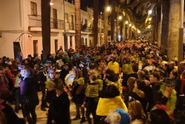Miles de Viudas cumplieron en Isla Cristina con el ritual de quemar La Sardina