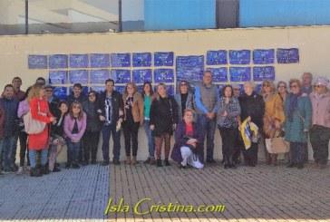 Colocadas en Isla Cristina las placas conmemorativas de los premiados 'Pito de Caña' y el 'El Patitas'