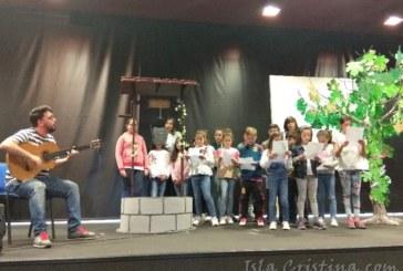 Los escolares isleños celebran el Día del Libro cantando letras de Carnaval