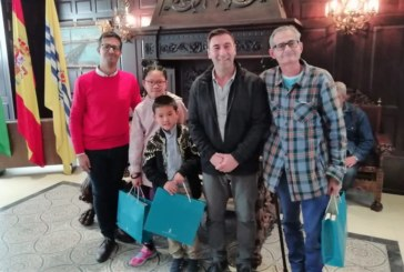 Dos hermanos chinos premiados como los mejores lectores de la biblioteca de Isla Cristina