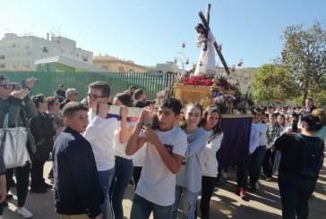 El CEIP Sebastián Urbano Vázquez de Isla Cristina realiza su particular procesión de Semana Santa
