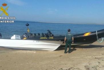 Abandonan un alijo de drogas al ser detectado en la Costa de Huelva