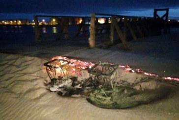 Queman parte del vomitorio de salida del puente de madera de la Gola de Isla Cristina