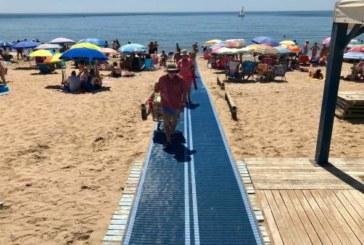 La Bandera Ecoplayas ondean en la Playa Central de Isla Cristina