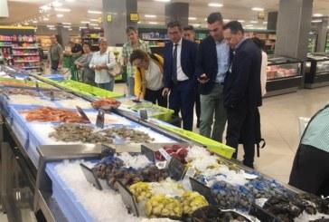 El delegado de Pesca territorial, conoce el proceso de trazabilidad, del origen al cliente, de Mercadona en Huelva