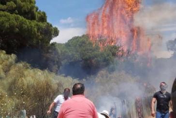 Incendio en las vallas de madera de la Playa del Hoyo de Isla Cristina