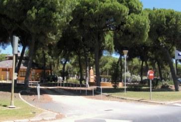 Atropellan a un ciclista en el acceso a un camping de Isla Cristina