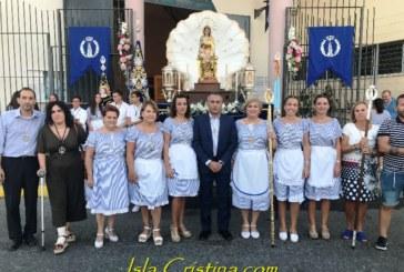 Ofrendan miles de nardos blancos para el paso de la Virgen del Mar que procesiona el domingo
