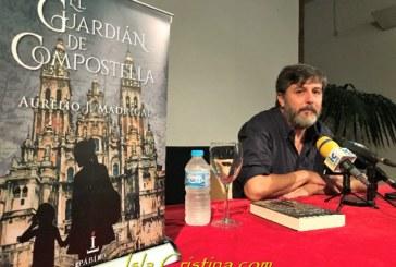 Aurelio Madrigal presenta en Isla Cristina su nueva novela El Guardián de Santiago