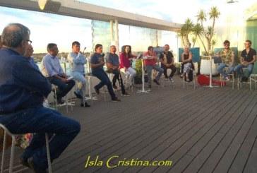 Antonio Aguilera Nieves presenta su libro 'Insulas' rodeado de personalidades de la cultura isleña