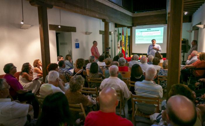 Enrique Jabares analiza la situación del sistema educativo en su conferencia de Isla Cristina