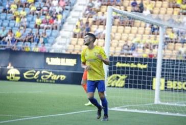 Un gol tempranero de Caye da la victoria al Cádiz en la presentación ante la afición