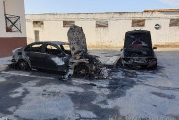 Dos vehículos en llamas en Pozo del Camino