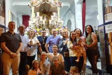 """La Familia» Canta la Salve al Simpecado de Isla Cristina"