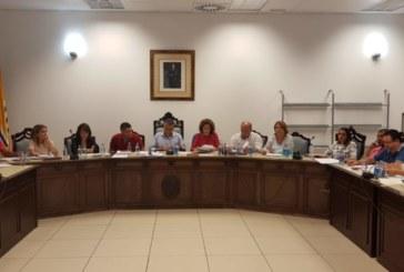 El Pleno isleño exige a los Gobiernos Central y Autonómica que cumpla con la financiación local.