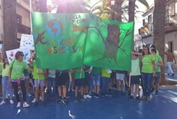 Escolares isleños se manifiestan contra el Cambio Climático