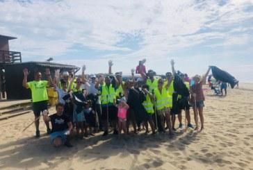 Clientes, trabajadores y directivos de Hotel Occidental limpian la playa cada jueves