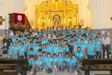 El Isla Cristina FC ofrendó flores y alimentos a la Virgen del Rosario