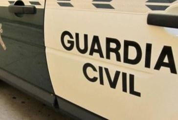 Un todoterreno de los narcos embiste a la Guardia Civil en Isla Cristina