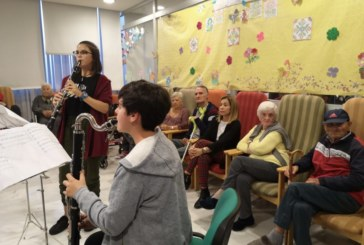 Encuentro Intergeneracional entre los alumnos del Conservatorio de Música y los usuarios de la Residencia de Mayores en Radio Isla Cristina