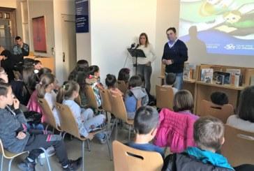 Los niños y niñas isleñas participan en el programa 'Huelva lee+