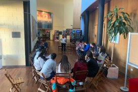 Los jóvenes isleños visitan una exposición preventiva de consumo de alcohol