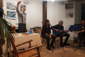 Exitosa representación del espectáculo 'Poesía, todo locura' en Isla Cristina