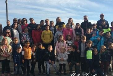 Cerca de medio centenar de niños y niñas participan en la Ruta de senderismo