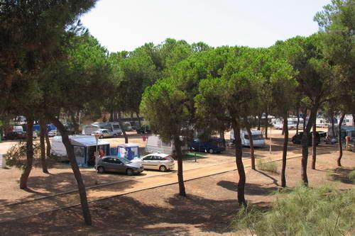 El surfero fallecido en Punta Umbría residía en un camping de Isla Cristina