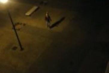 Se arranca a bailar en la calle y la sorprende la Guardia Civil