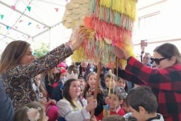 El Domingo de Piñatas pone el punto y final al Carnaval en Isla Cristina