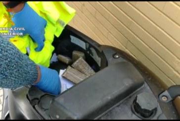 Guardia Civil interviene casi un kilo de hachís a un varón de Isla Cristina