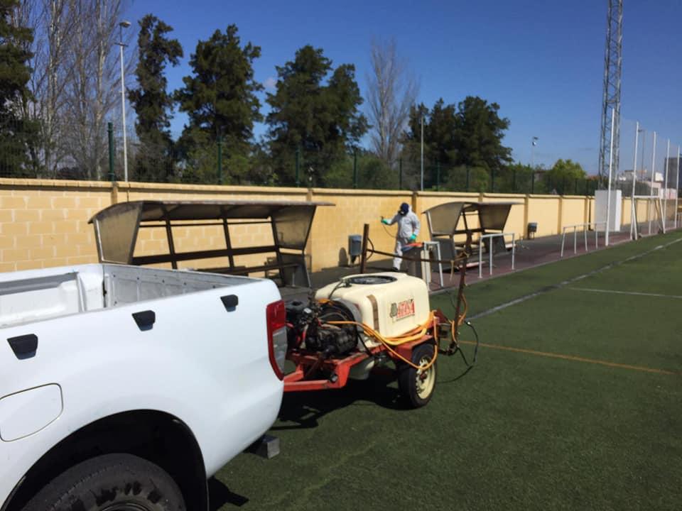 Siguen a buen ritmo las desinfecciones de las instalaciones deportivas de Isla Cristina