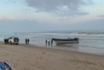 Sorpresa en Isla Cristina por la llegada de una narcolancha en pleno día