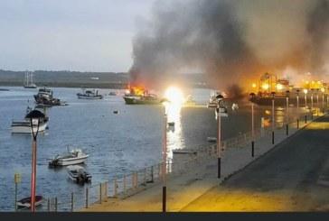 Incendio de varios pesqueros en el puerto de Isla Cristina
