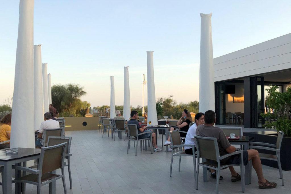 Comercios y terrazas de Islantilla se incorporan a la nueva normalidad