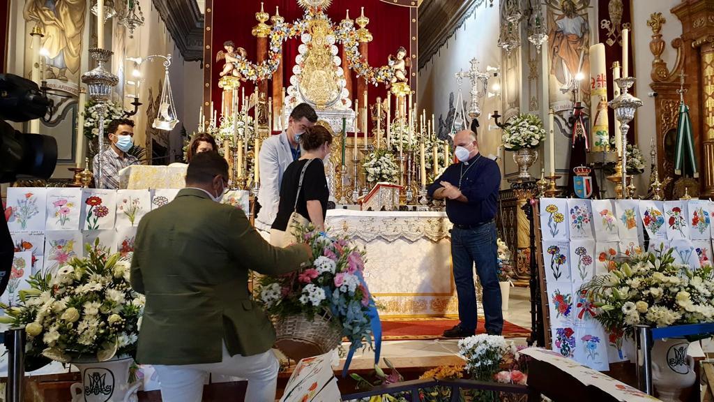 La Diputación hace una entrega floral a la Virgen del Rocío